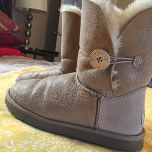 UGG Boots color tan, size 8